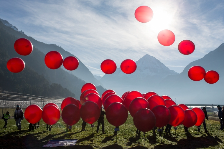 SCHWEI, ALPEN-INITIATIVE,  SCHWEIZ, AKTION, BALLON, ROT, ALPEN, ALPEN-INITIATIVE, HERZ,