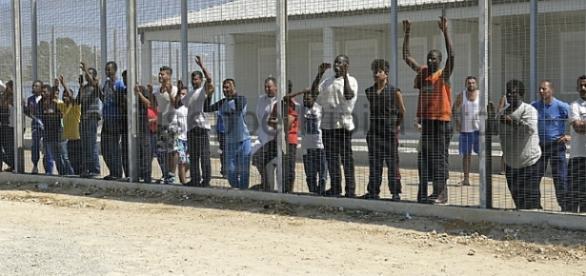 scandalo-al-centro-di-accoglienza-per-migranti-di-isola-di-capo-rizzuto_1328805
